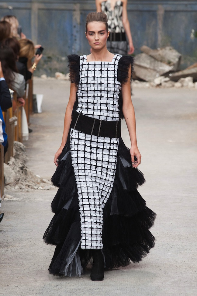 Chanel-Haute-Couture-Fall-2013-black-and-white-dress