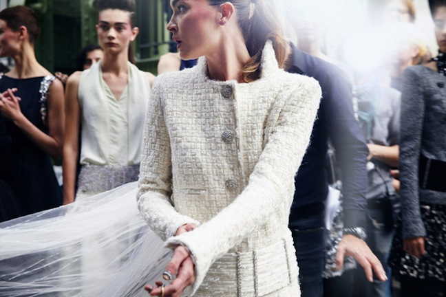 chanel-fall-winter-2013-14-haute-couture-backstage-by-benoit-peverelli-15