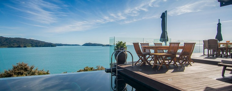 Luxury Accommodation New Zealand split Apple retreat Infinity Pool